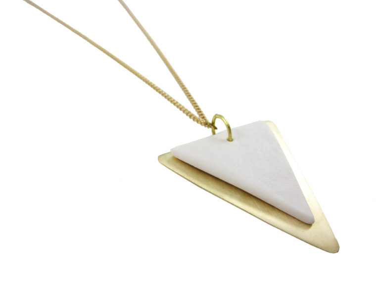 collar largo en blanco porcelana
