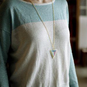 collar largo triángulo de colores