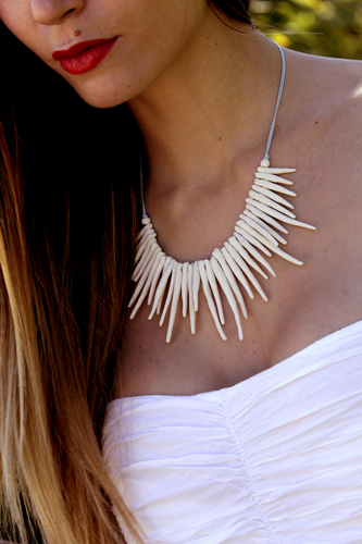collar artesanal de porcelana blanca