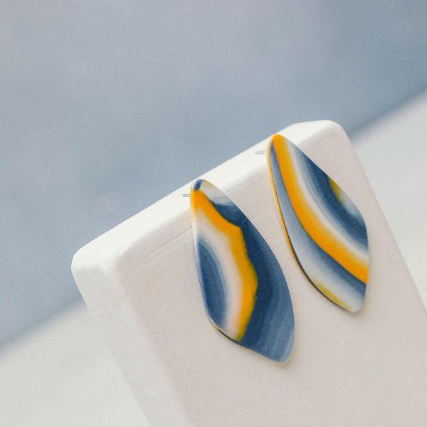 Pendientes de porcelana azul y yema